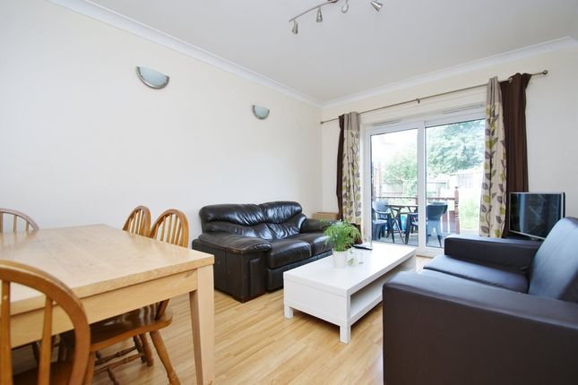 4 bed terraced house to rent in Braybrook Street, London