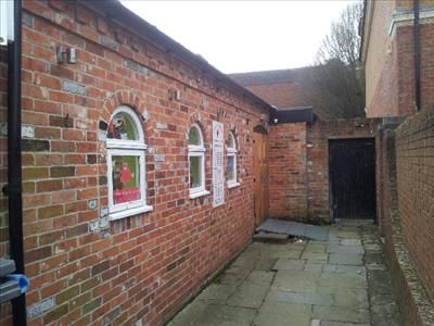 Thumbnail Leisure/hospitality to let in Retail/Bar/Restaurant/Childrens Nursery To Let, Unit 6, Saddlers Court, Newbury, West Berkshire