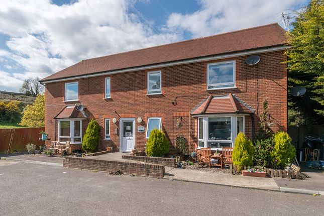 2 bed flat for sale in Denton Close, Redhill