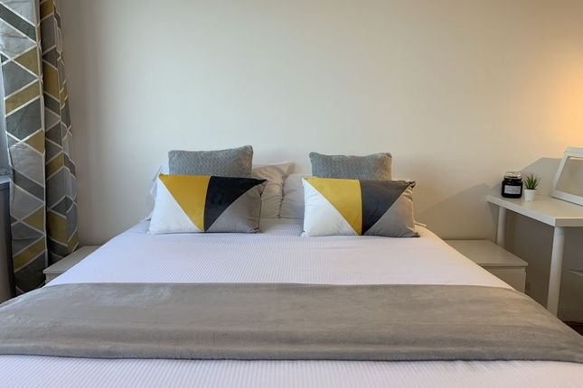Room to rent in Nashe House, Burbage Close, London