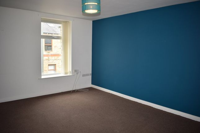 Thumbnail Flat to rent in Station Road, Padiham, Lancs