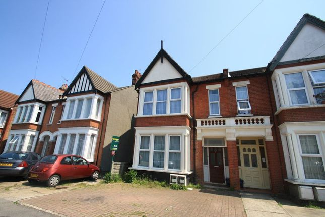 Thumbnail Flat to rent in Valkyrie Road, Westcliff-On-Sea