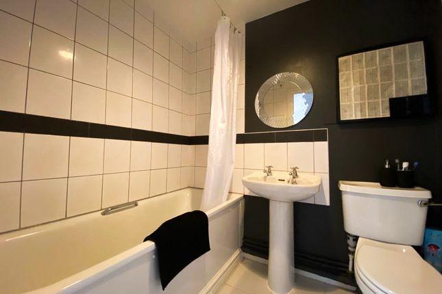 Main Bathroom of Newhall Hill, Birmingham B1