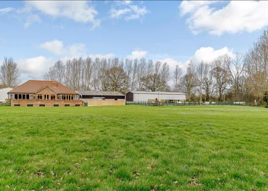 Thumbnail Farmhouse for sale in Twyford Road, Reading, Berkshire