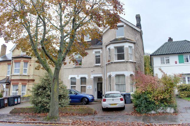Thumbnail Flat to rent in Birdhurst Rise, South Croydon