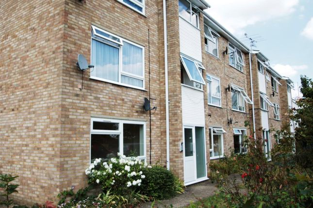 Thumbnail Flat to rent in Molesey Avenue, West Molesey
