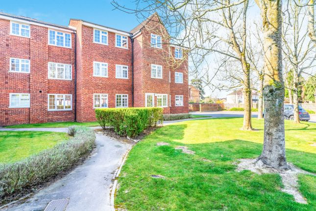 1 bed flat to rent in North Parade, Horsham RH12