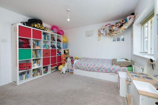 Bedroom of Royal Close, Stoke Newington N16