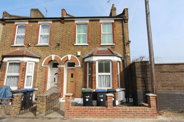 3 bed terraced house to rent in Willoughby Lane, London