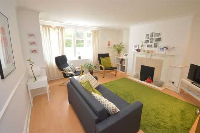 2 bed flat to rent in Park Road, Richmond