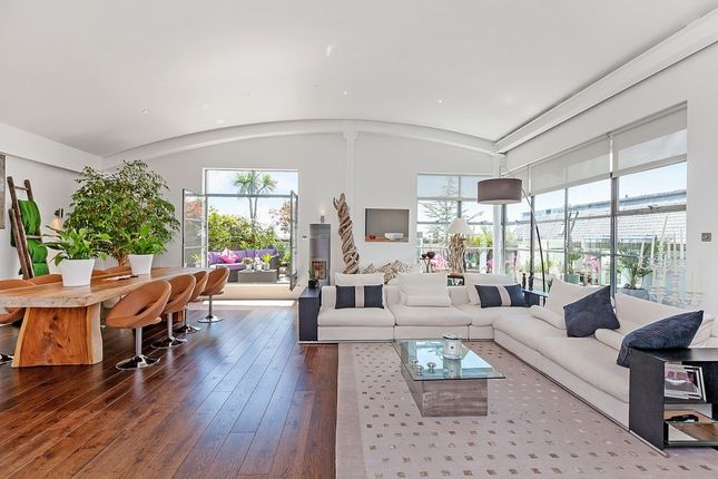 Thumbnail Flat to rent in Raven Wharf Apartments, Lafone Street, London