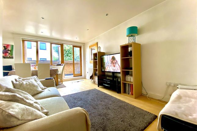 Thumbnail Flat for sale in Northcote Avenue, London