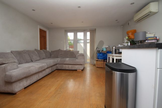 Thumbnail Flat to rent in Park Road, New Barnet