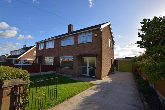 3 bed property for sale in Heapham Road, Gainsborough