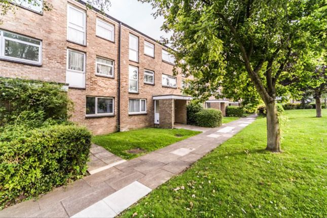 Thumbnail Flat for sale in Friars Wood, Croydon