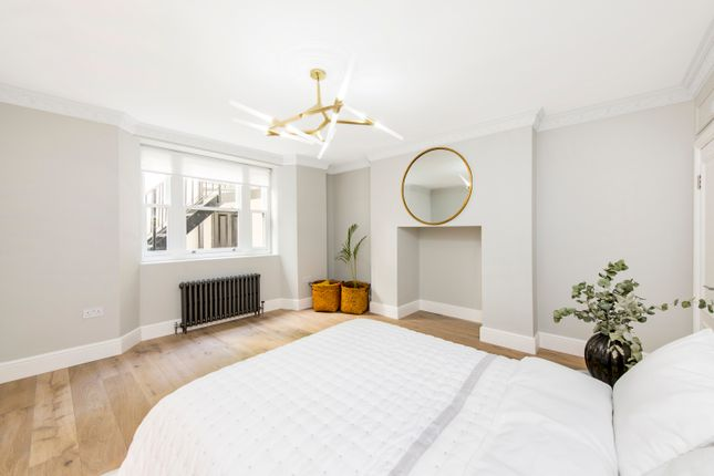 Thumbnail Flat for sale in Queens Gardens, Bayswater