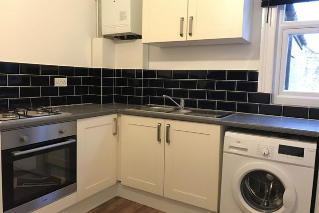 3 bed duplex to rent in Grove Green Road, Leyton