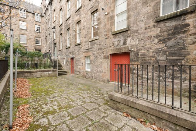 Thumbnail Flat for sale in 1 Coinyie House Close, Old Town