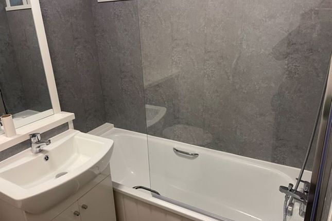 2 bed flat to rent in Shenstone Court, Wolverhampton WV3