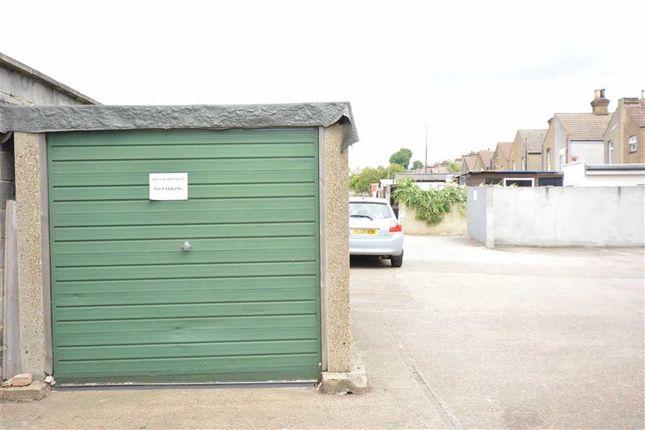 Parking/garage to rent in Harwood Court, Grays, Essex