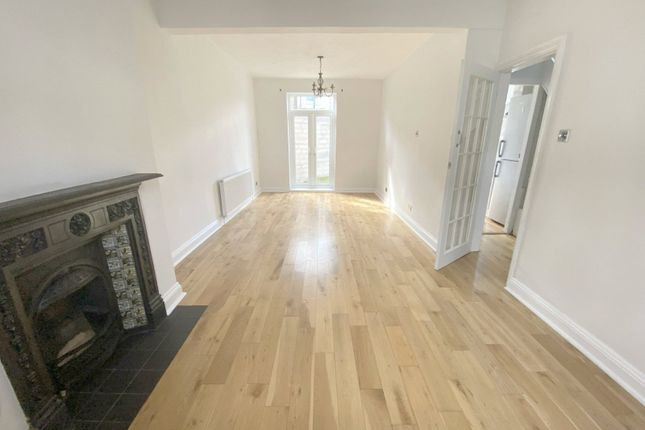 Thumbnail Property to rent in Cobden Road, London