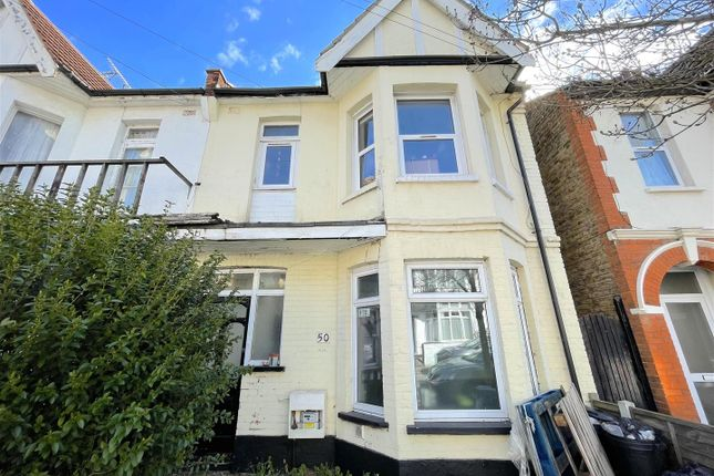 Thumbnail Flat to rent in Hainault Avenue, Westcliff-On-Sea