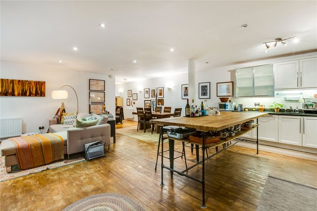 Thumbnail Flat to rent in Woodseer Street, London