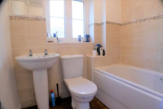 Bathroom of Worcester Court, Tonyrefail, Porth CF39