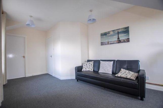 Lounge (2) of 45d Primrose Street, Alloa, Cackmannanshire FK10 1Jj