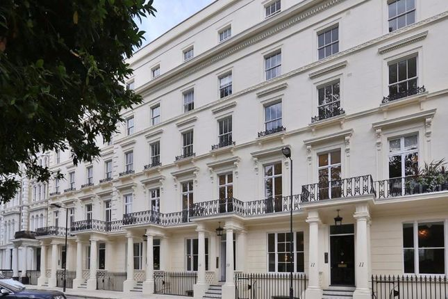 Thumbnail Flat to rent in Leinster Square, London