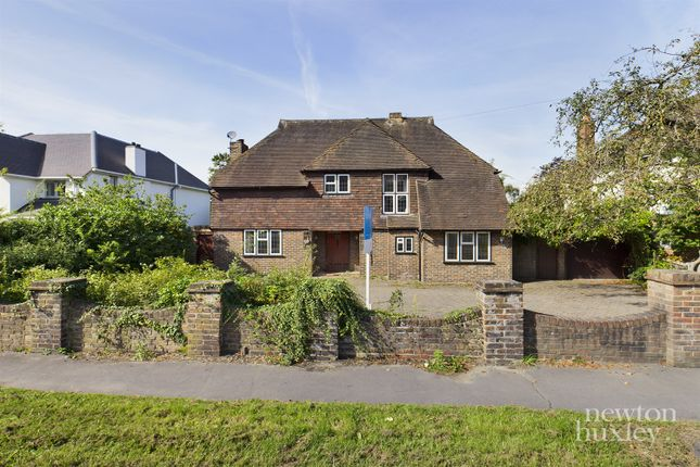 4 bed detached house to rent in Manor Road South, Hinchley Wood, Esher KT10