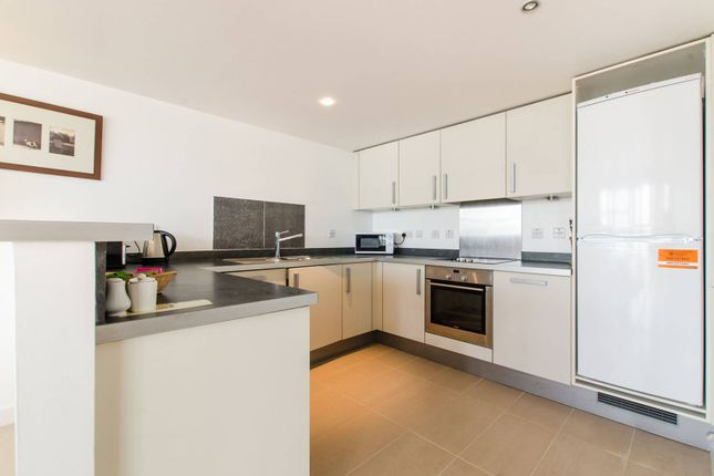 Thumbnail Flat to rent in Falcon Wharf, Battersea, London
