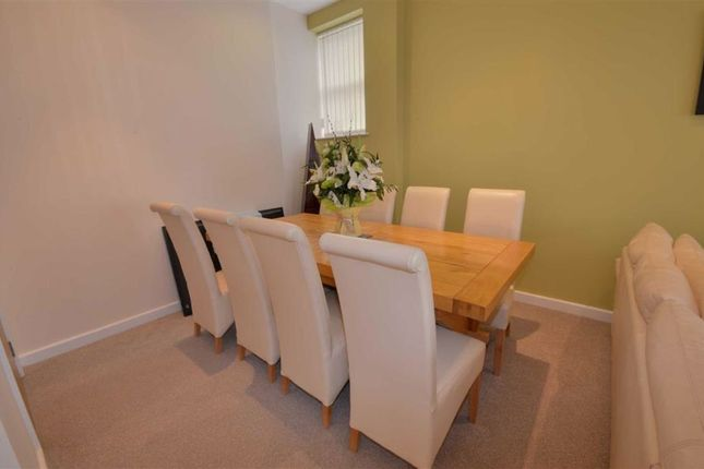 2 Bed Flat For In High Street