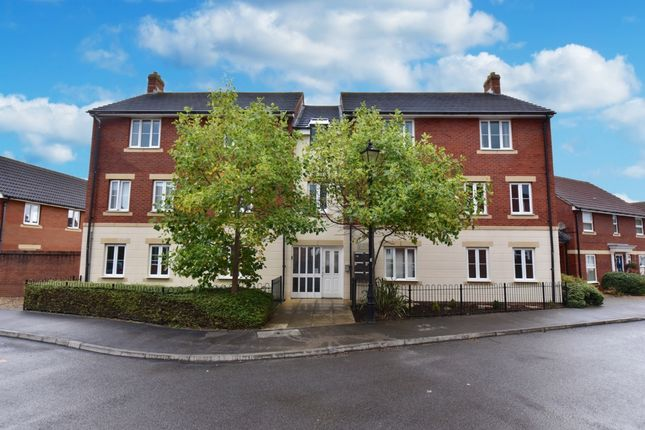 2 bed flat for sale in Dore Close, Yeovil