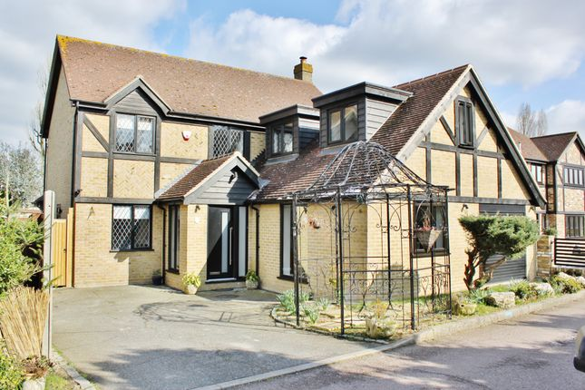 Thumbnail Detached house to rent in Lambourne Close, Chigwell