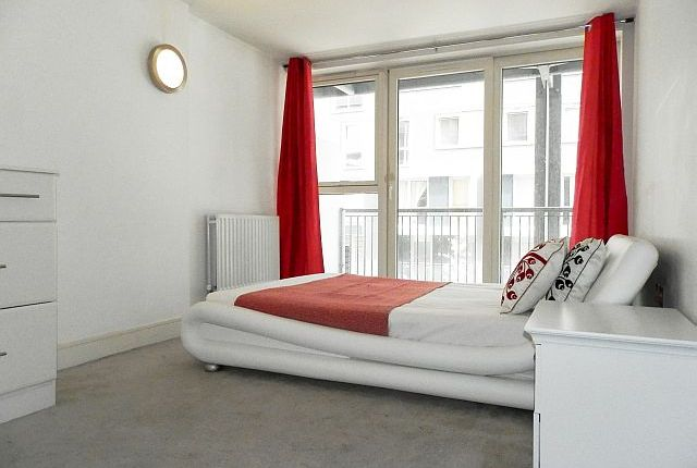 Thumbnail Flat to rent in Cassilis Road, London