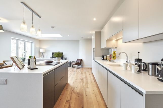 Kitchen of Northcourt Avenue, Reading RG2