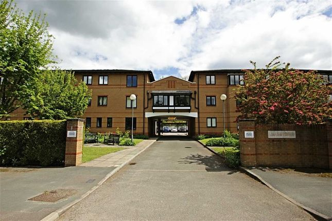 Thumbnail Flat to rent in Lake View, Railway Terrace, Kings Langley