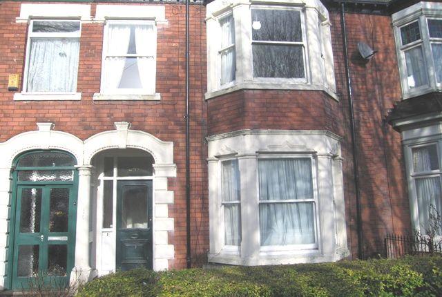 Thumbnail Flat to rent in Marlborough Avenue, Hull