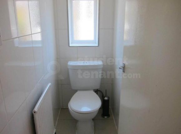 Thumbnail Shared accommodation to rent in Queen Street, Pontypridd, Mid Glamorgan