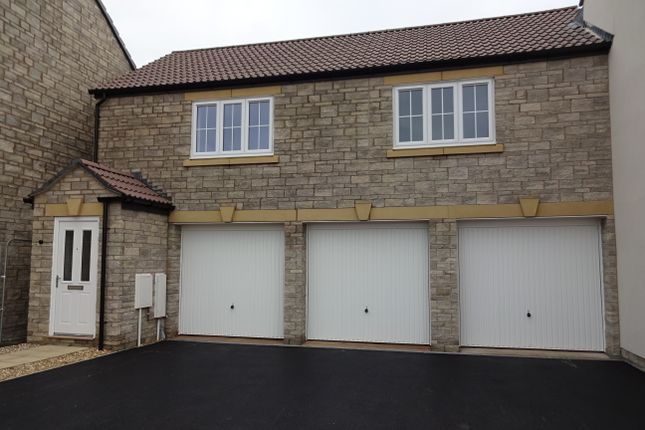 Flat to rent in Pippin Road, Somerton