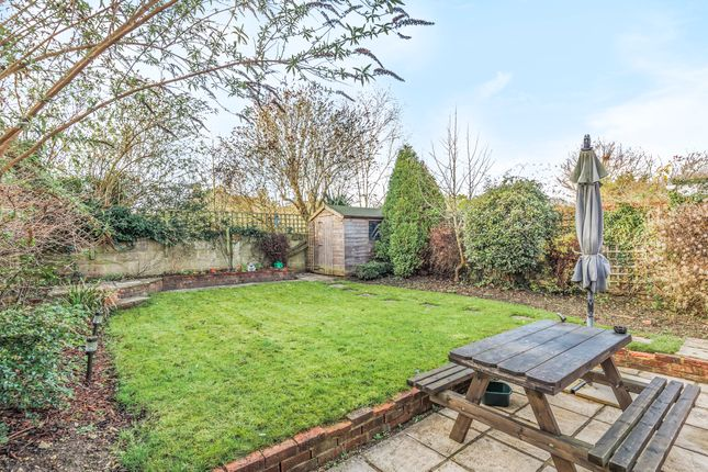Link-detached house for sale in Faringdon, Oxfordshire
