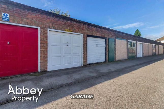 Parking/garage to rent in Dunstable Road, Luton LU4