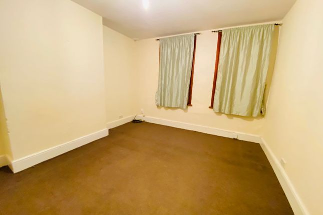 Thumbnail Flat to rent in Eastwood Road, Goodmayes
