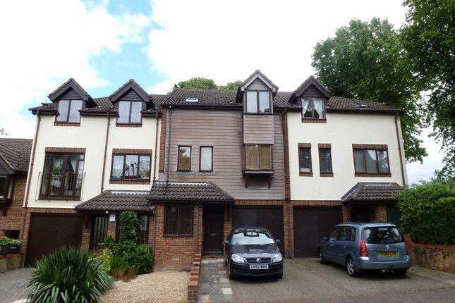 Thumbnail Terraced house to rent in Fairholme Gardens, Farnham