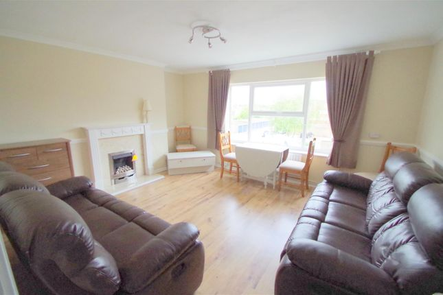 Flat to rent in Quaker Road, Ware