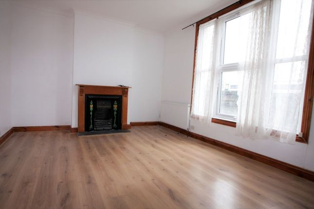 Thumbnail Maisonette to rent in Newhaven Road, London