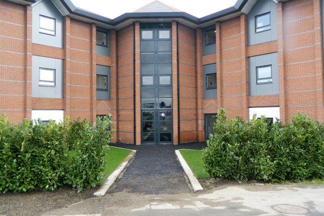 Flat to rent in Farnham Road, Slough