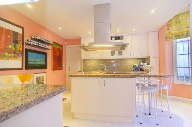13 Fully Fitted Kitchen S