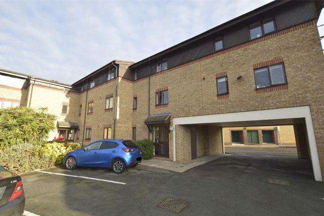 Thumbnail Flat to rent in Cotleigh Road, Romford